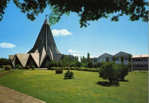 MAPUTO - igreja da Polana