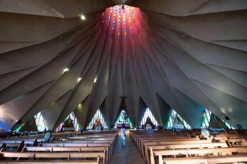MAPUTO - interior da igreja da Polana