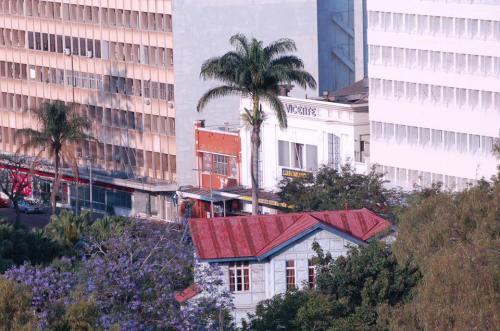 MAPUTO - pormenor da cidade, junto ao Gil Vicente