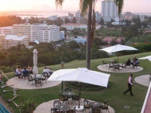 MAPUTO - esplanada do hotel Cardoso