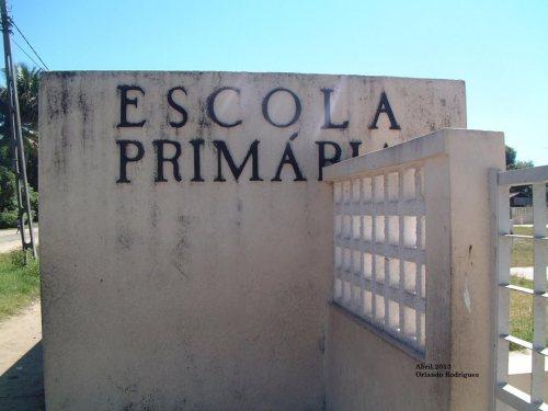 BEIRA - entrada da escola primaria na Manga
