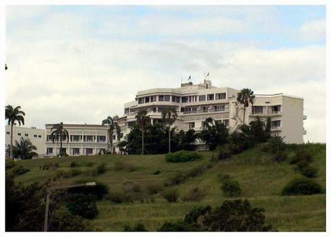 MAPUTO - hotel Cardoso visto das barreiras