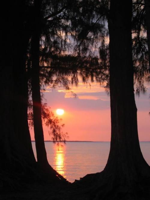 MAPUTO - nascer do sol na Costa do Sol, com a Xefina ao fundo