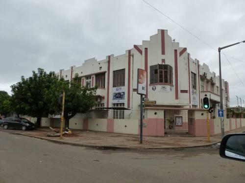 MAPUTO - edificio do antigo clube dos velhos colonos