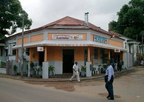 MAPUTO - churrasqueira no bairro da malhangalene