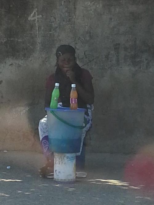 MAPUTO - venda na rua