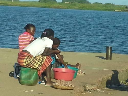 MACANETA - vendedeiras á beira rio