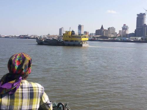 MAPUTO - navegando na baía