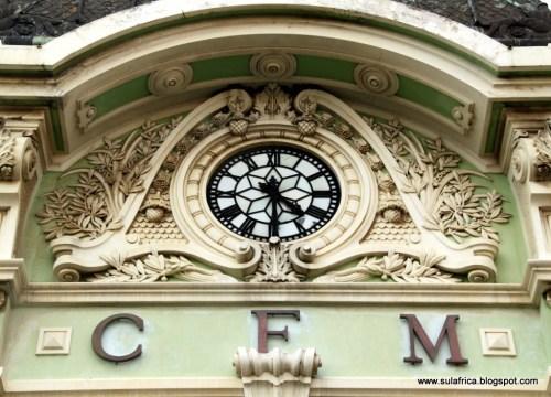 MAPUTO - pormenor do relógio da estação dos caminhos de ferro