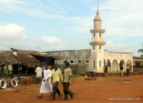 ANGOCHE -  mesquita da cidade